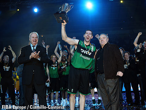 FIBA Europe President George Vassilakopoulos and Fransisco Vazquez with the trophy